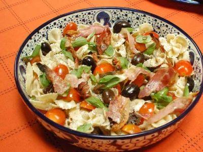 ensalada de pasta fria mediterranea