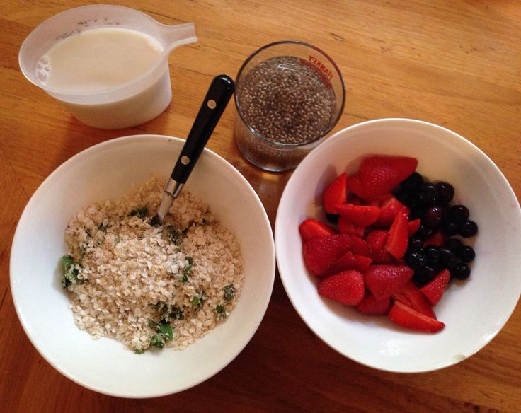 Breakie   -2oz quinoa flakes  Finely chopped Fresh ginger & mint / ground mixed spice, cardamon, ginger -2 tbsp chia seeds -8oz rice milk -6oz strawberries and blueberries