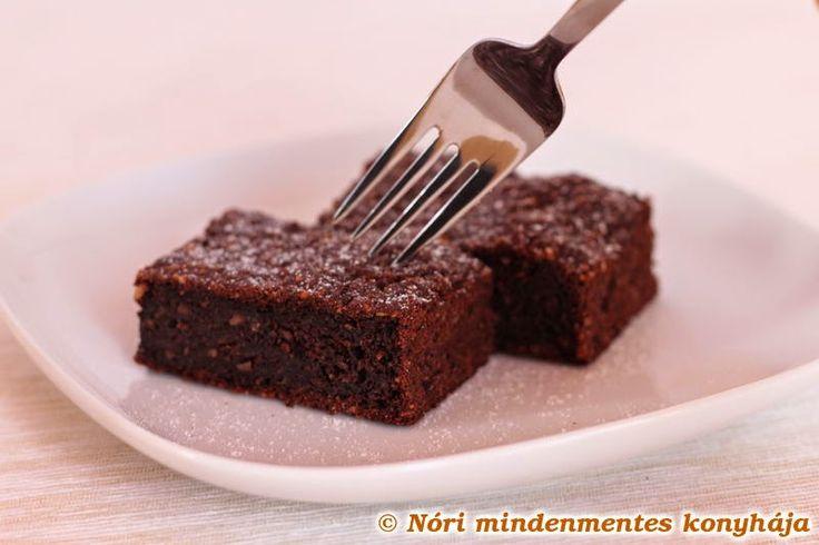 Nóri mindenmentes konyhája: Csokis brownie mindenmentesen: cukor-, glutén-, tejtermék- és tojásmentes, vegán, lowcarb finomság