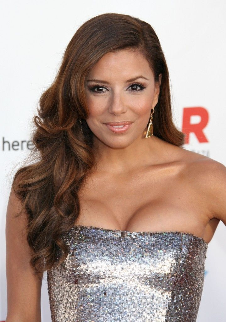 Eva Longoria Parkers long side swept hairstyleCurly Hairstyles, Long Hairstyles, Swept Hairstyles, Bridal Hairstyles, Eva Longoria, Side Ponytail, Hairstyles Curls To The Side, Ponytail Hairstyles, Celebrities Hairstyles