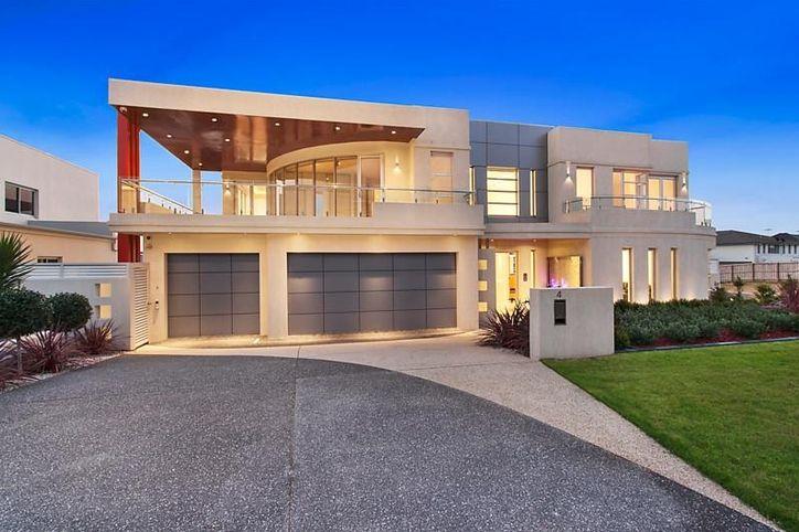Modern Balcony Over Triple Garage Home Decor Ideas