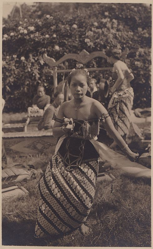Tempo Doeloe #79 - Indonesian Dancer in Holland, 1928 / ITA, Arnhem