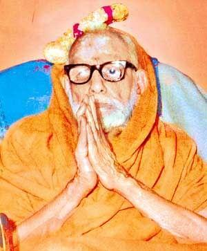 Mahaperiyava with Kunchitapada from Chidambaram