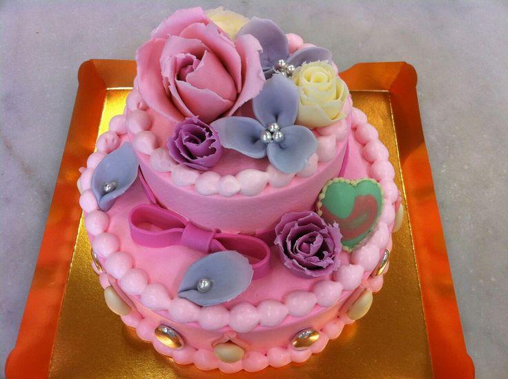 ガーリーなお花のケーキです