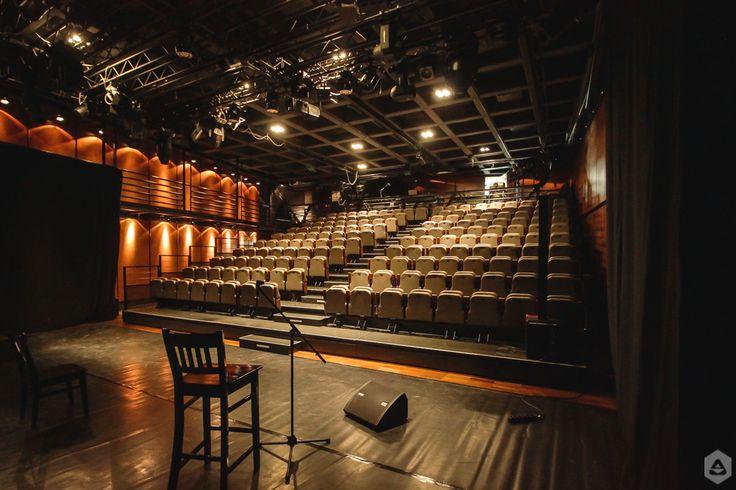 """Sala mare din sediul ARCUB de pe Strada Lipscani 84-90 este dedicată spectacolelor de teatru sau conferințelor. Spațiul dispune de o scenotehnică modulară și o capacitate de 160 de locuri.   Acesta este unul dintre spațiile regăsite în viitoarea listă de teatre și cinematografe ce va fi publicată pe FEEDER.ro, articol care face parte din campania """"hub cultural Cinema / Teatrul de vară CAPITOL""""."""