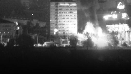 Ankara Emniyet Müdürlüğüne ikinci bomba Çatışmanın en yoğun yaşandığı yerlerden birisi olan Ankara Emniyet Müdürlüğünde, Pilot İlhami Aygül tarafından bombalandıktan sonra da çatışmalar devam etti. Bombalamayla emniyet güçlerinin mukavemetini kesemeyen darbeciler, Ankara Emniyet Müdürlüğünü ikinci kez bombaladı. İkinci bombayı Yüzbaşı Mustafa Mete Kaygusuz'un talimatıyla Pilot Mustafa Özkan attı.