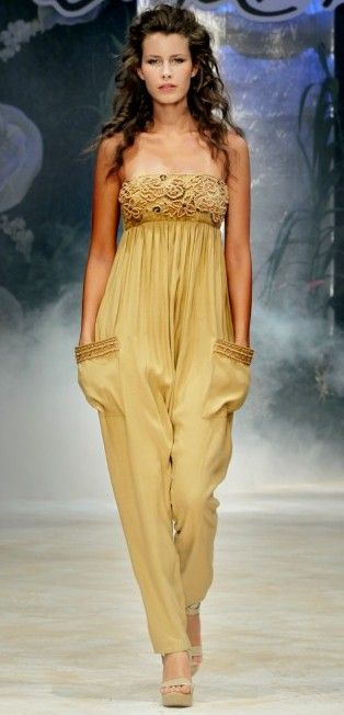 Emamo | Long jumpsuit with embroideries