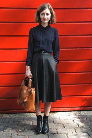 #ネイビー #紺 #黒 #ブラック #プレッピー #ブラウス #シャツ #ミディ #スカート #ショートブーツ