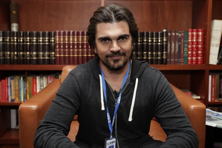 """Juanes cree que sí se puede cambiar la historia. """"Hemos vivido muchos años matándonos, ofendiéndonos... es tiempo de cambiar""""."""