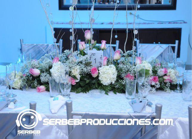 Organizamos tu mesa principal para tu familiares. Llama al 4858851 y cotiza tu boda en cali.
