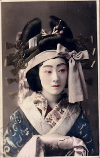 古い花魁の写真 vintage oiran photo http://miriamslater.blogspot.com/2011/05/what-oiran-wore.html