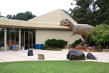 san francisco bay area homeowner taking flak for dinosaurs - 225×150
