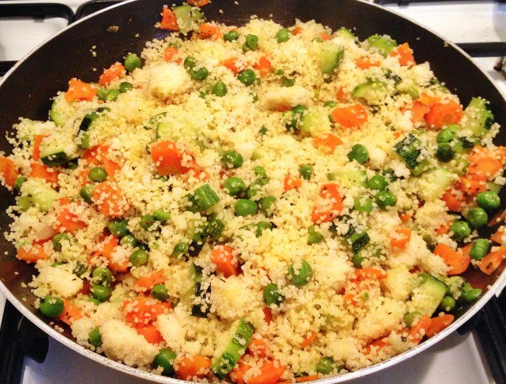 Cous cous primaverile con piselli, carote e zucchine