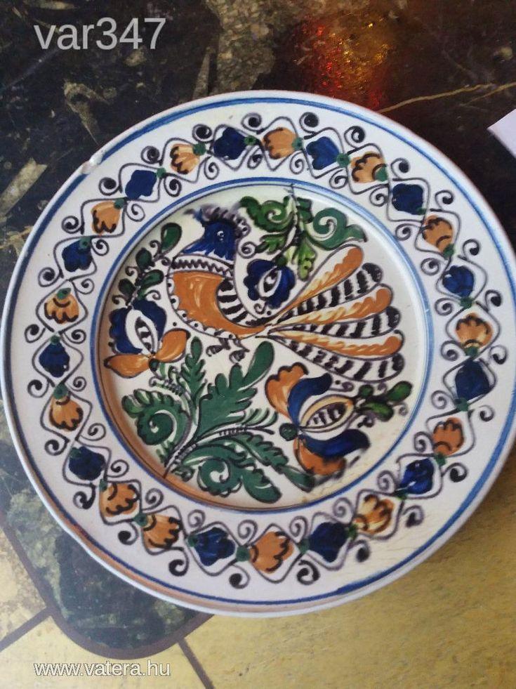 Korondi nagy pávás tányér, 30 cm, 1985, 1130 gr, ifj.Ilyés Mihály