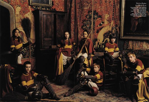 coisasadizer:    The Gryffindor Quidditch TeamFrom left to right: Leila Sutherland (Alicia Spinnet), Sean Biggerstaff (Oliver Wood, team captain), Emily Dale (Katie Bell), Danielle Tabor (Angelina Johnson), Oliver Phelps (George Weasley), Daniel Radcliffe (Harry Potter), and James Phelps (Fred Weasley).