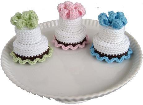 Cute two tier cake free crochet pattern