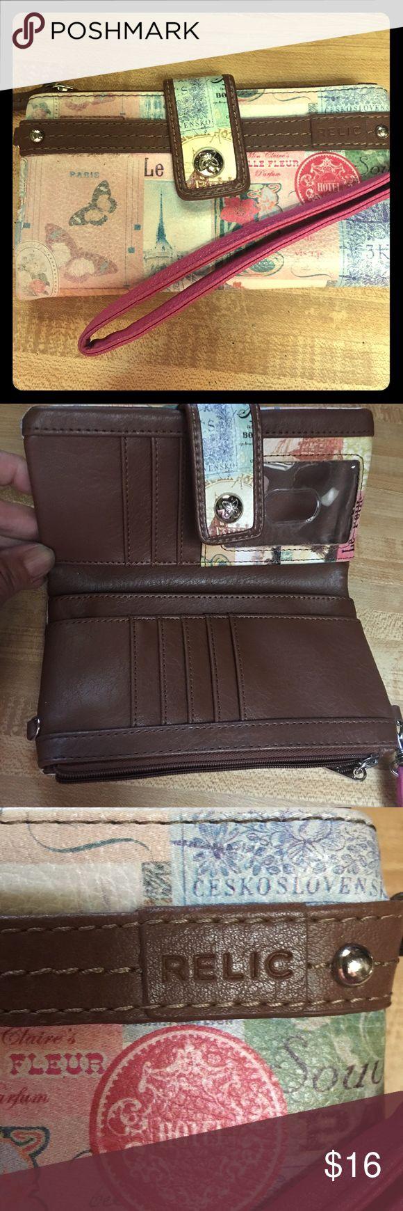 Relic Paris wristlet In excellent condition! Relic Bags Clutches & Wristlets
