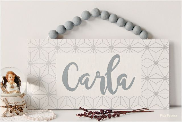 Cartel con nombre hecho con una tabla, chalk paint y papel pintado / Picture with name made with a table, chalk paint and wallpaper