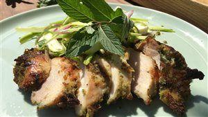 Cuisses de poulet grillées, pâte croustillante au basilic