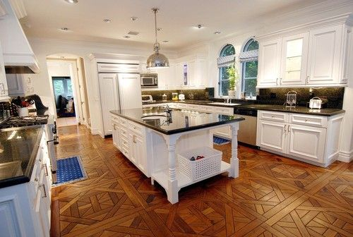 This is Tori Spellings kitchen and I love it!!! the cabinets are gorgeous
