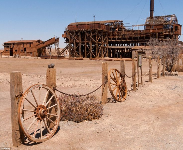 A mile from Humberstone, Santa Laura, established in 1872, was a smaller mining plant with 450 families during the booming 1920s