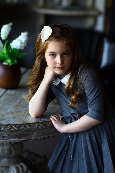 Школьная форма Lapin House: мода и качество вплоть до пуговки! | Серое платье с белым воротничком