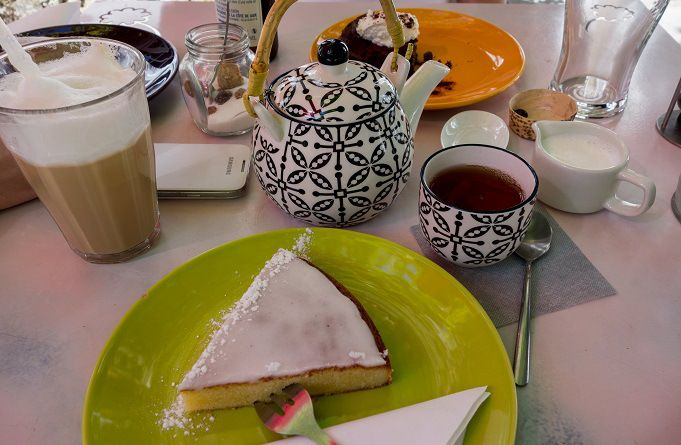 Gâteau nantais et thé tchaï au salon de thé Goût'Thé à Guérande, Loire-Atlantique #food #teatime #tearoom #guerande #bretagne #breizh #gateau #tchai