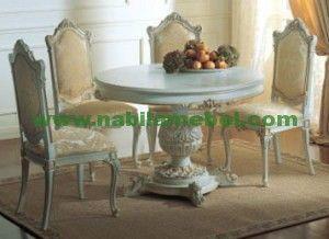 Set Meja Makan Putih merupakan produk furniture inovasi pengrajin jepara yang kami produksi sesuai dengan keinginan anda.