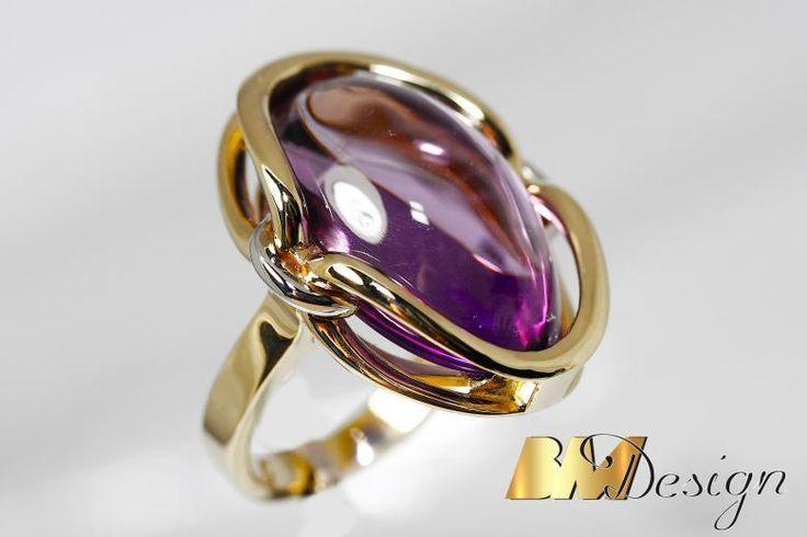 Pierścionek z ametystem o szlifie kaboszon projekt i wykonanie Bm Design. Zjawiskowy, okazały pierścionek z ametystem. Kolorowy - Biżuteria na indywidualne zamówienie. Ametyst Złoto Diamenty Szafiry Biżuteria Platyna