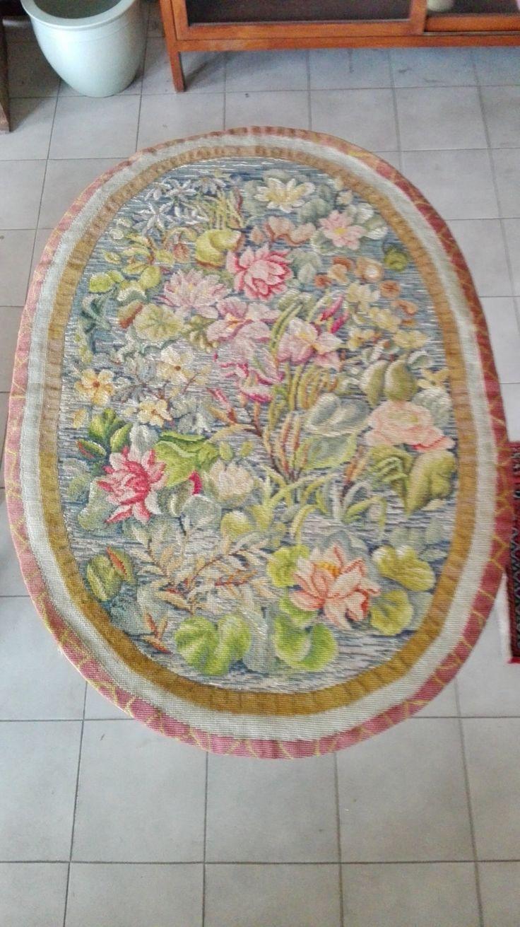 Arazzo ovale della metà del 1900,fatto a piccolo punto,con disegni floreali,colori accesi,bellissimi ed allegri. Prezzo speciale! di LaTribuDellArte su Etsy