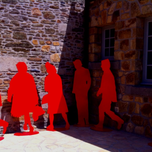 Des silhouettes rouges signées Gérard Fromanger, à Landerneau (29), jusqu'au 28 octobre