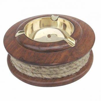 Maritimer Aschenbecher mit Tau aus Holz und Messing als schöne Geschenkidee für Raucher und maritime Sammler.
