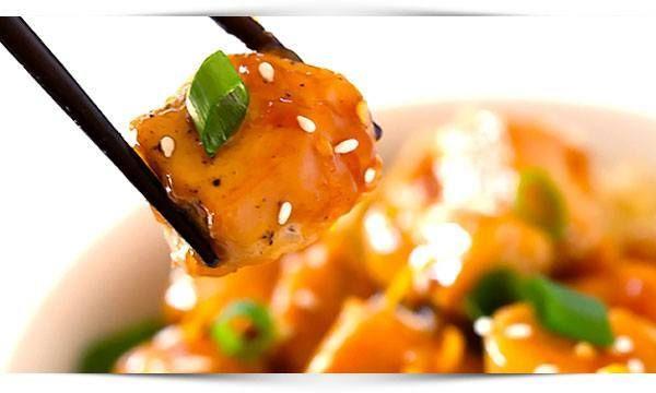Overheerlijk recept voor oranje kip, sesamzaad en quinoa, dit gerecht is een feest voor het oog, watertandend lekker en past prima in een gezonde lifestyle.