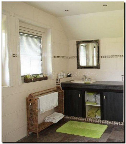 Barok spiegel zwart zilveren lijst in badkamer