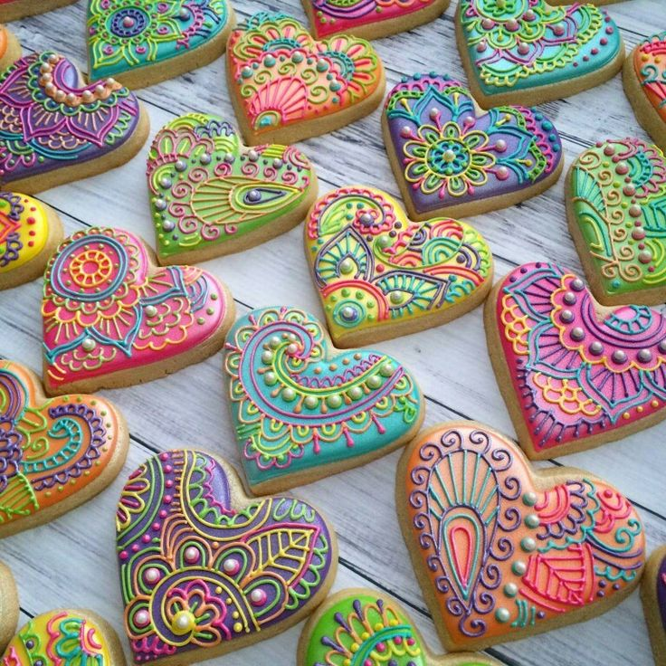 Hippie cookies henna paisley pastries wedding rainbow. Indian Weddings Inspirations. Repinned by #indianweddingsmag indianweddingsmag.com #weddingcake psychedelic