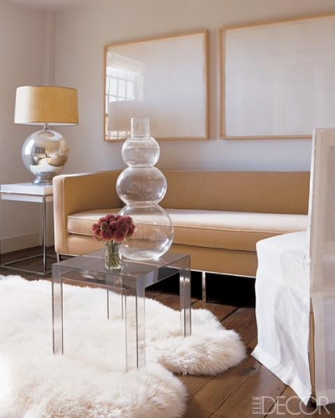 pale cream with blond wood tone and accents in glass/lucite and silver with softness form the flugffy rug and rounded accessories.
