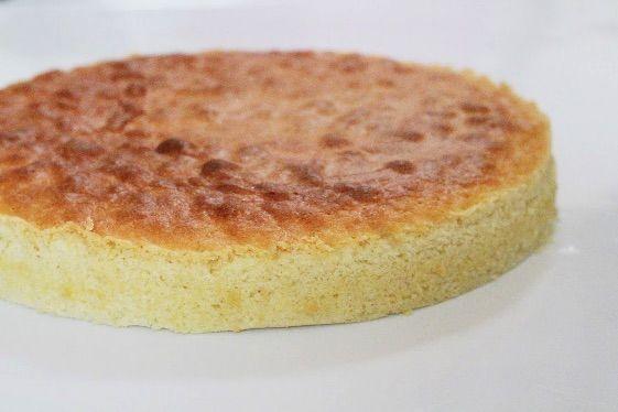Lagkagebunde er nemme og hurtige at lave selv. Du kan vælge at lave den lækre vanilje udgave eller tilføje favorit ingredienserne som for eks. hakket nødder