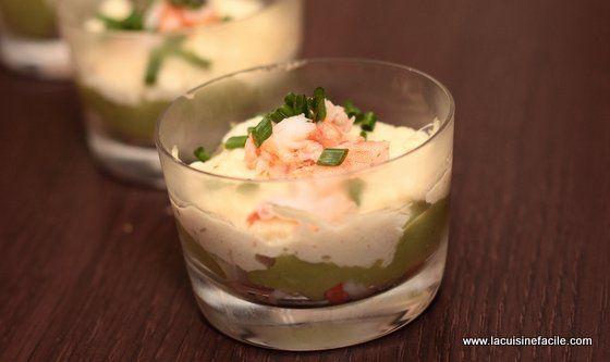 Verrine d'avocat, crabe, crevette et mayonnaise