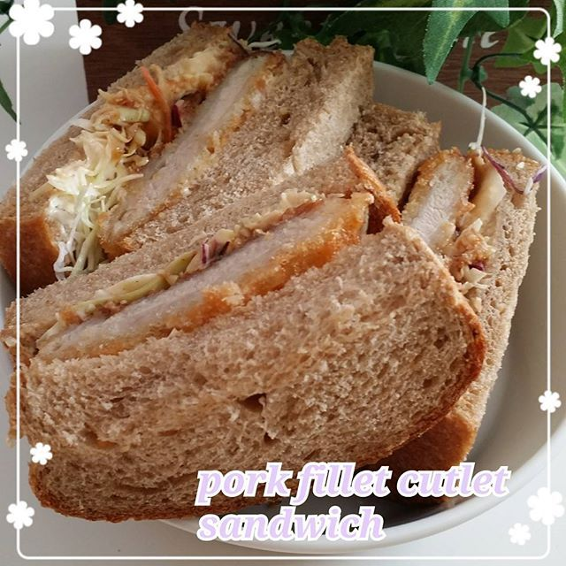 mi_0719mame∞ またまたお昼も マルチグレイン山食のサンドイッチ.+*:+。.☆ ひれかつサンド ・ ひれかつはスーパーでかってきちゃった(笑)  今日はバタバタな日なのでパン作れないだろうなー。 ・ #朝食 #朝ゴパン #あさごはん #おうちごはん #パン # #手作りパン #おうちパン #食パン #マルチグレイン #山食 #マルチグレインパン #マルチグレイン山食 #サンドイッチ #ヒレカツサンド  #ヒレカツ  #bread #homebread #homemade #instafood #instabread #breakfast #multigrain #multigrainbread #sandwich