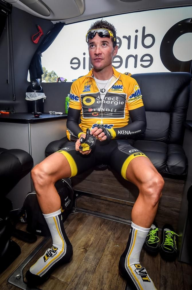 Thomas Voeckler in the Direct Energie team bus in the yellow of race leader, Tour la Provence 2016.