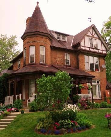 2 Bedroom apartment on 2nd floor of historic house, main street in Allison. Very handy to all that Alliston has to offer......shops, cafes, coffeeshops, laundramat, etc. This historic home was...