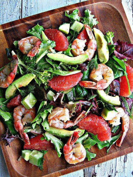 Легкий и полезный салат. Кстати, грейпфрут очень подошел к креветкам, довольно-таки экзотично получилось, советую попробовать.