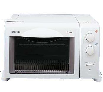 Beko BKK-MF5 Mini Fırın 19 litre fırın iç hacmi ile yemeklerinizi pişirebilecek olan bu fırın, mekanik saati ile süre ayarlayarak yemeklerinizin yanma ve çok pişme gibi durumlarını ortadan kaldırabilirsiniz. Tepsi, ızgara ve şiş gibi aksesuarları ile her çeşit yemek yapabilme imkanı sunan Beko, 2000 w gücü ile de yemeklerinizin muhteşem olmasını arttırıyor. http://www.beyazesyamerkezi.com/Beko-BKK-MF5-Mini-Firin.html