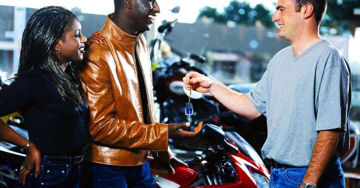 10 dicas para comprar uma moto usada. Motos novas são caras e muitos motociclistas não precisam gastar milhares de reais para conseguir a moto de seus sonhos. Em vez disso, por muito menos, uma moto usada pode ser tão poderosa e ter uma aparência quase perfeita. O jeito para conseguir uma boa moto usada é analisar cuidadosamente todas as peças ...