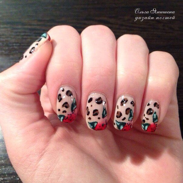 То ли ягодка, то ли цветочек #nail #nails #ногти #маникюр #рисунок #цветы #цветок #nailart #art #naildesign #design #nailstyle #style #flower #flowers #khokhloma #Russia