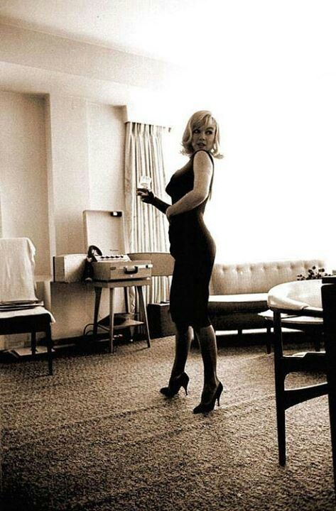 ❤ Marilyn Monroe ~*❥*~❤ Rare shot of Marilyn