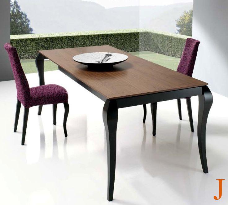 Mesa de comedor 160 x 90 cm. extensible 230 cm. tapa en chapa natural de cerezo y patas con forma isabelina en madera de haya.