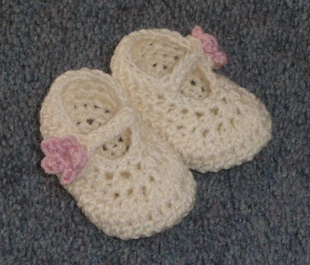 Free Crochet Baby Booties Pattern.