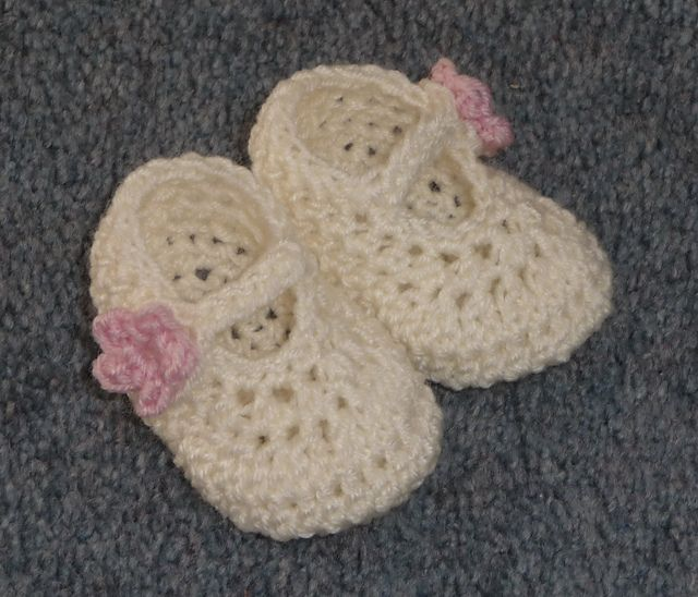 Dainty Mary Janes free crochet pattern baby booties shoes girl cute infant