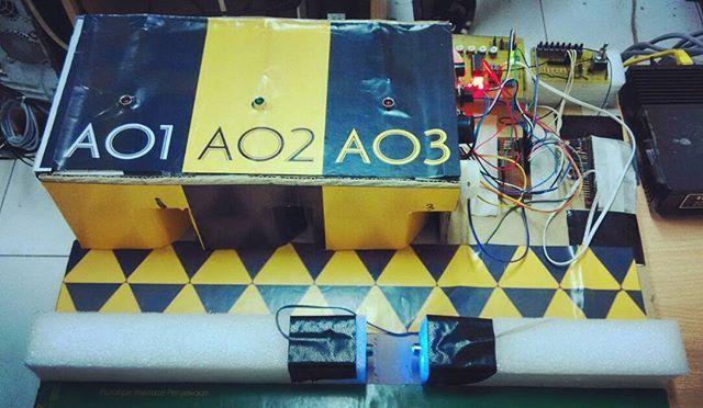 DIY electronics interface project (karaoke room billing system) with DB-25 Pararel I/O Port (Printer Port), Pushbutton Switch, Light sencor, LED, Photodiode, PC, and Visual Basic 6.0. designed by riandy and maralisa. #latepost #db25 #visualbasic #vb6 #electronicsproject #doityourself #DIY #computer #maket #prototype #prototipe #maker
